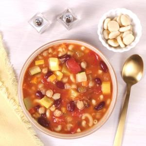 Minestrone Soup with Oyster Crackers